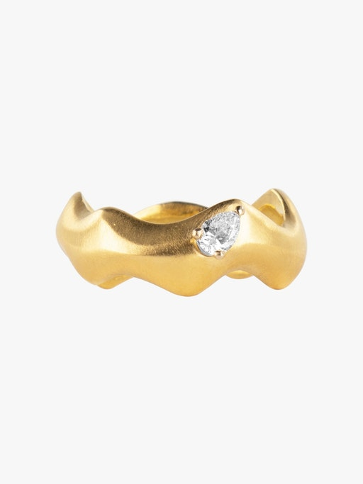 Curving gold ring with pear diamond packshot