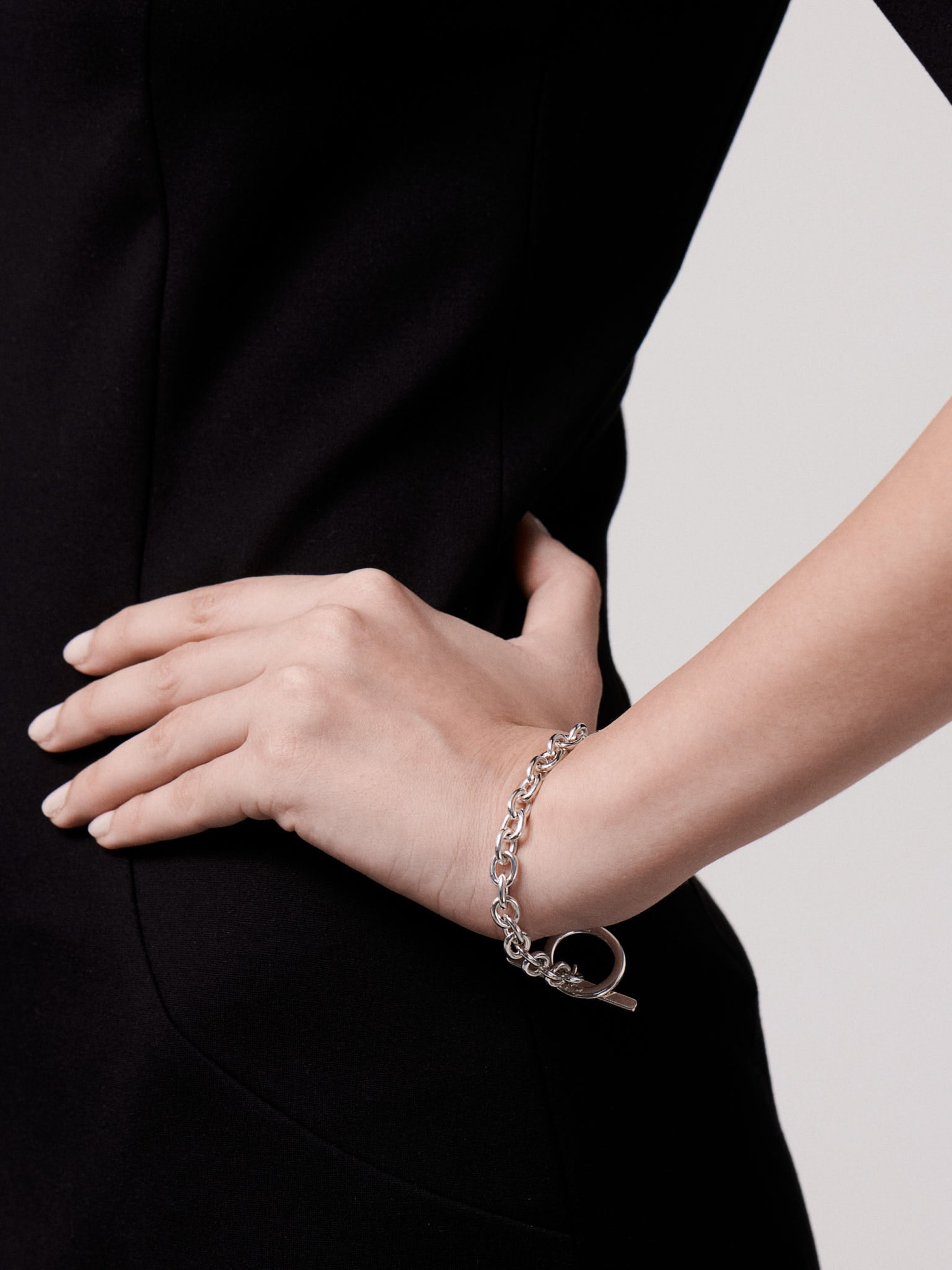 Classic chain t-bar bracelet photo 3