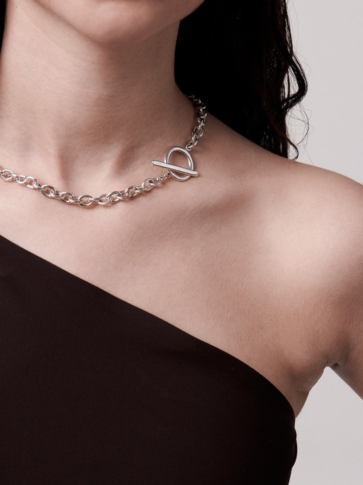 Harmonie chain t-bar necklace model photo
