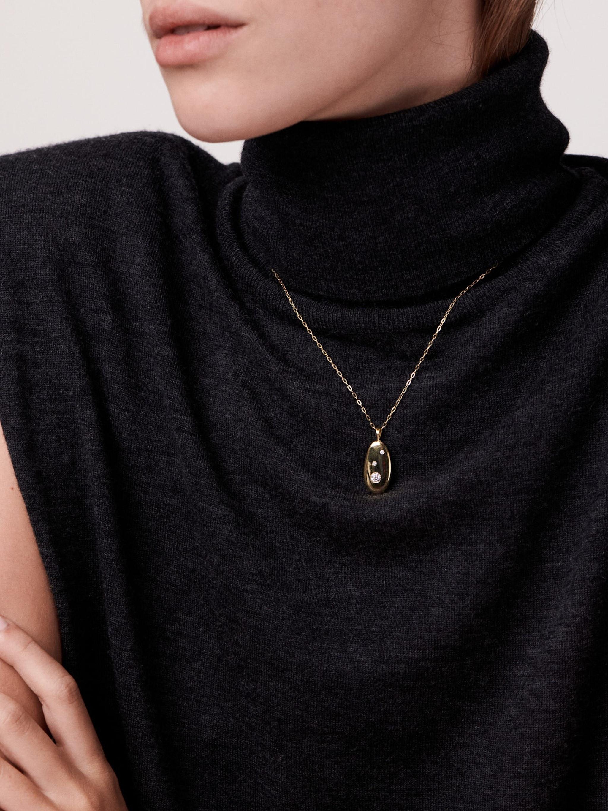 V1 gold and diamond necklace